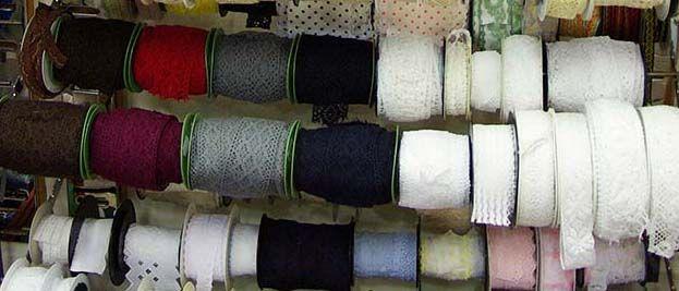 Nouvelle collection de dentelles en coton, lin ... Disponibles au rayon mercerie de votre magasin Ellen Décoration.