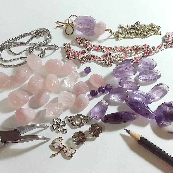 To the next collection... ✏✂🔨 #rosequartz #amethyst #crystal #inthemaking #designerslife #treecraftdiary