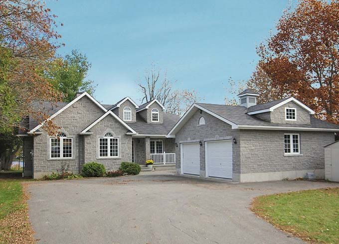 Inviting #home in the heart of #Manotick in Canada's capital, #Ottawa. And it could be yours!  For exclusive details visit: http://www.jillianjarvis.com/
