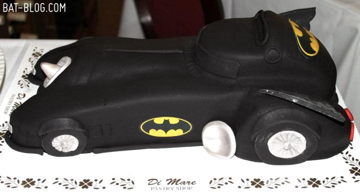 Grooms cake!! This brings back memories Jorg had a fast car for a grooms cake. :-)