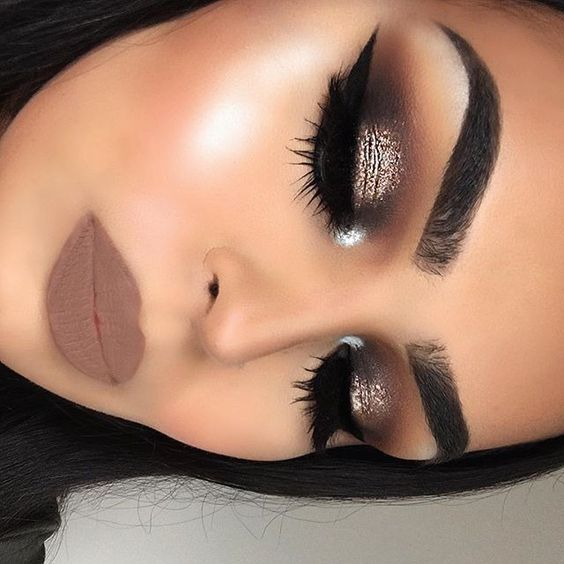 Glittery Nude and Dramatic Makeup Look