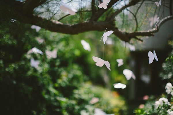 floating paper butterflies http://weddingwonderland.it/2015/04/matrimonio-ispirato-alle-farfalle.html