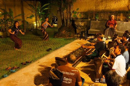 Regular Sunday rehearsal. Playing for keeps: Professional performers train for an upcoming show. (Photo by Raditya Margi)