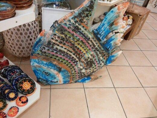 Un pesce gigande!!!! No dai é di ceramica
