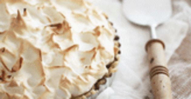 De taart bij uitstek tijdens de warme zomerdagen. Maak zelf deze verfrissende citroen meringuetaart.