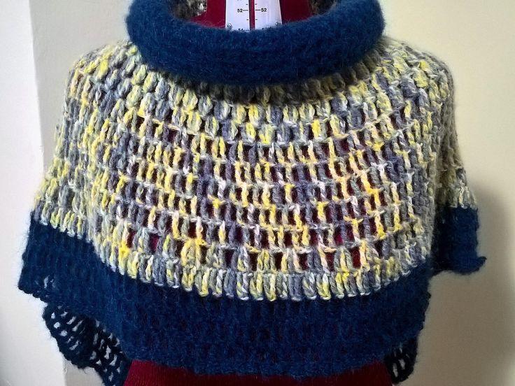 Poncho di lana,poncho uncinetto,fatto a mano,abbigliamento donna,poncho fantasia,crochet,uncinetto,pezzo unico,poncho donna,arcobaleno . di CrochetIrynaAtelier su Etsy #poncho #lana #uncinetto #crochet #handmade #fattoamano #moda #donna