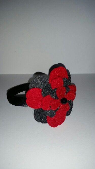 Cerchietto con fiore in feltro