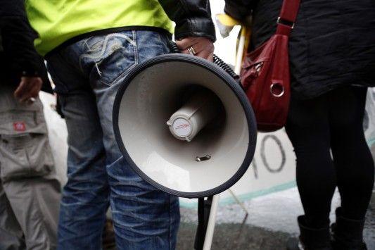 """Οι δανειστές προτείνουν εργασιακό Μεσαίωνα! Απολύσεις με το... τσουβάλι """"ποινικοποιούν"""" τις απεργίες και... αφανίζουν τους συνδικαλιστές!   - Το μοντέλο που εφαρμόζει η κυβέρνηση Βαλς κι έχει βγάλει χιλιάδες εργαζόμενους στον δρόμο ενδέχεται να αποτελέσει μπούσουλα για τη χώρα μας... πολύ σύντομα - Οι δανειστές πιέζουν για ομαδικές απολύσεις και... αποδόμηση των απεργιών και της συνδικαλιστικής δράσης - Πρόταση των θεσμών δίνει τη δυνατότητα στον εργοδότη για μη αποδοχή και μη πληρωμή όλων…"""