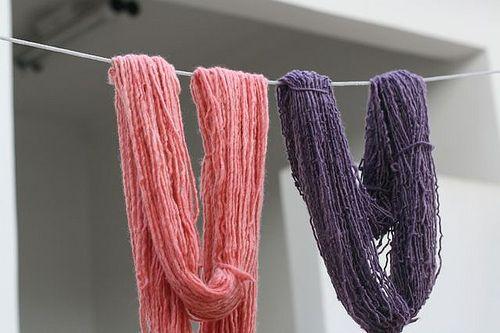Lucia Cabete: Aprenda a tingir lã em casa.  http://www.superziper.com/2010/04/pap-tingindo-la-em-casa.html: