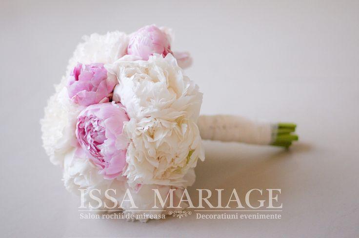 buchet mireasa din bujori roz pal si alb