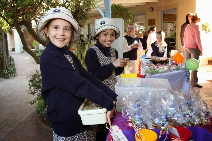 Grade 2 pupils held their annual entrepreneur day and sold products made and marketed by themselves.