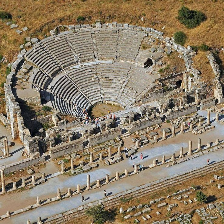 You're looking at one of the most important spots of the ancient world, as well as a UNESCO World Heritage Site! This is Ephesus, with historic ruins over 8 km in İzmir's Selçuk. Get ready to take a journey through history yourselves!