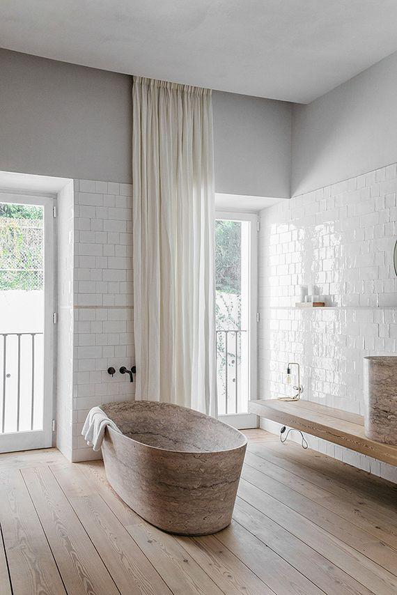 COCOON contemporary bathtub design inspiration bycocoon.com | black stainless steel bathroom taps | inox faucets | modern bathtubs | luxury bathroom design products | renovations | interior design | villa design | hotel design | Dutch Designer Brand COCOON | Eclectic contemporary bathroom of Santa Clara 1978