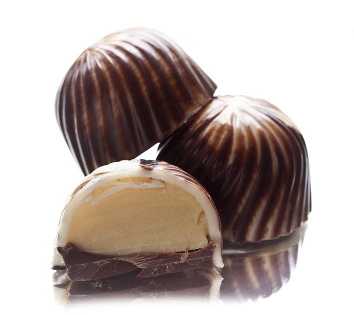swirling vanillia   #pralines #chocolate #choco #sweets #vanilla