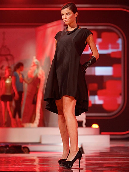 This classic shift is updated with a flared high-low hem and waist-cinching bow, which can be tied back or front. Note the princess seams and back box pleat. #FashionStarBlack Dresses, Highlow Hemmings, Boxes Pleated, High Low Hemmings, Flare High Low, Princesses Seam, Classic Shift, Waist Cinch Bows, Fashion Stars