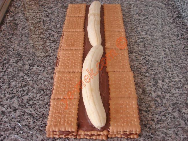 Bisküvili Piramit Pasta Resmi, Kolay ve Resimli Nefis Yemek Tarifleri
