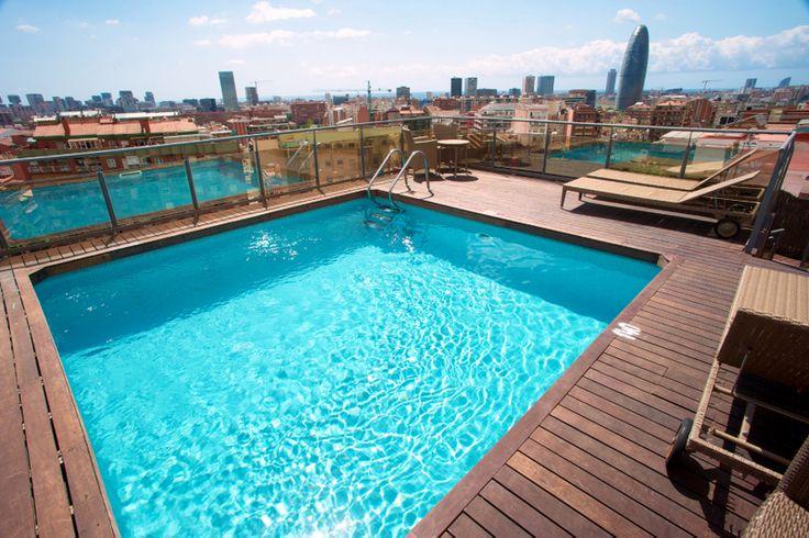piscina con vista panoramica en Barcelona