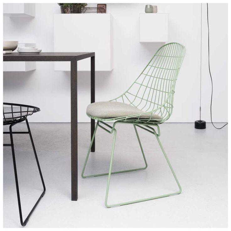 De Pastoe #SM05 Wire Chair Stoel, ontworpen door Cees #Braakman en #Adriaan #Dekker, was één van de eerste stoelen volledig vervaardigd uit draadstaal. Het tijdloze ontwerp uit #1958 is opnieuw in productie genomen. In 2015 introduceerde Pastoe de nieuwe kleuren, waaronder deze prachtige Pale Green variant!   #Pastoe #SM05 #Wire #Chair Stoel | #MisterDesign