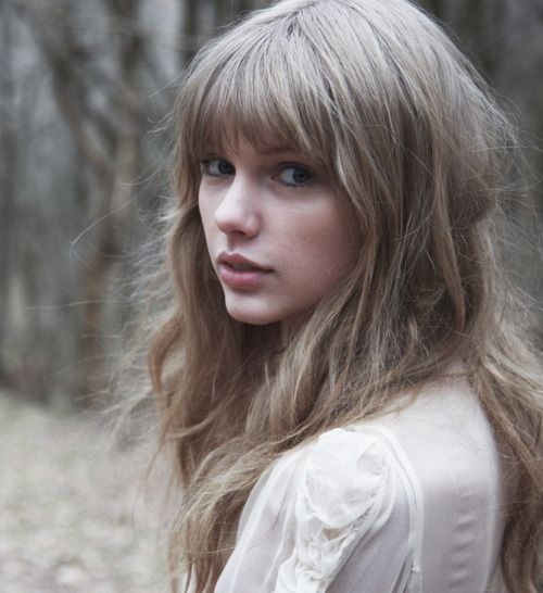 OK, I will resist the urge to cut my bangs - but i do love this style <3