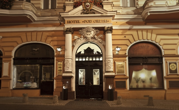 """Situated in the heart of #Bydgoszcz, #Poland, behind a beautiful #Art Nouveau façade, this historic 4-star hotel has welcomed famous politicians and artists over the years. We also have stayed at this beautiful place for a while. #Hotel """"Pod Orłem"""". www.planikafires.com"""
