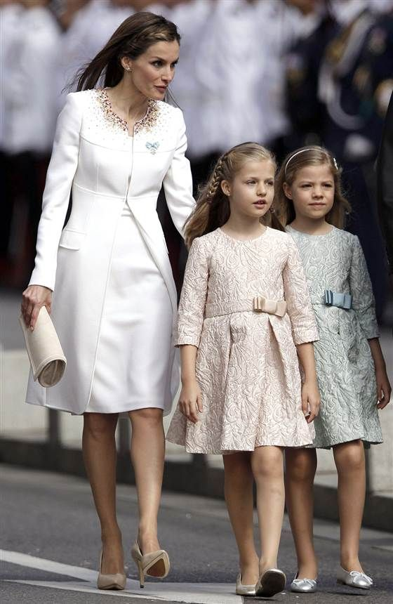 Now a queen, Spain's Letizia shows off her glam style