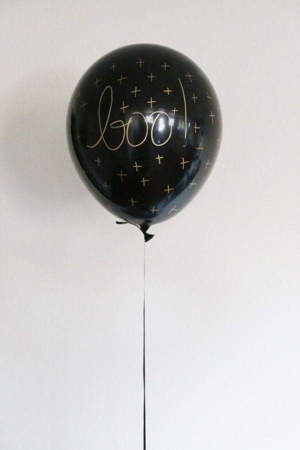 DIY Black and Gold Halloween Balloons