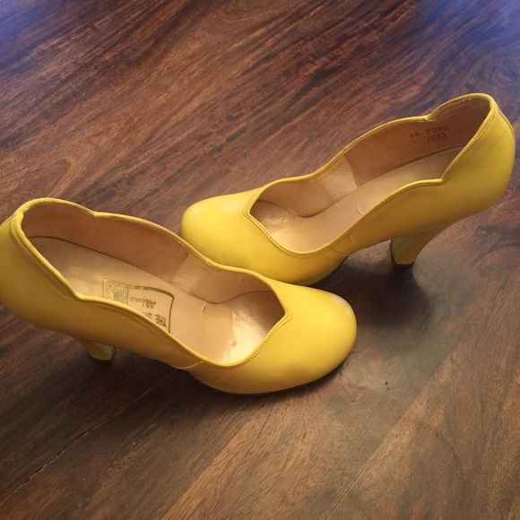 Vintage 1940s Yellow Heels Pumps Shoes Made by Alden's in the 1940s! Yellow is the happiest color and these shoes are stunning! Shoes Heels