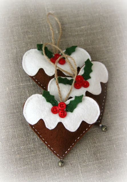 Christmas Decor. DIY. felt heart ornaments | seriously how cute are they.  Some people have great imagination / super lateral thinking.