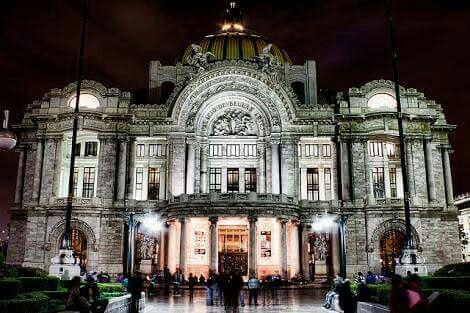 Palacio de bellas artes #ClassyLadyEntrepreneur ⭐️  #Cuidadoparalapiel #cremaantiarrugas ⭐️ www.DebbieKrug.com