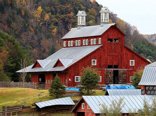 1454 best cabin tobacco barn images on pinterest for Vermont country homes