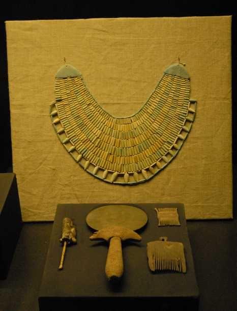 Les 25 meilleures id es de la cat gorie bijoux gyptiens for Miroir egyptien