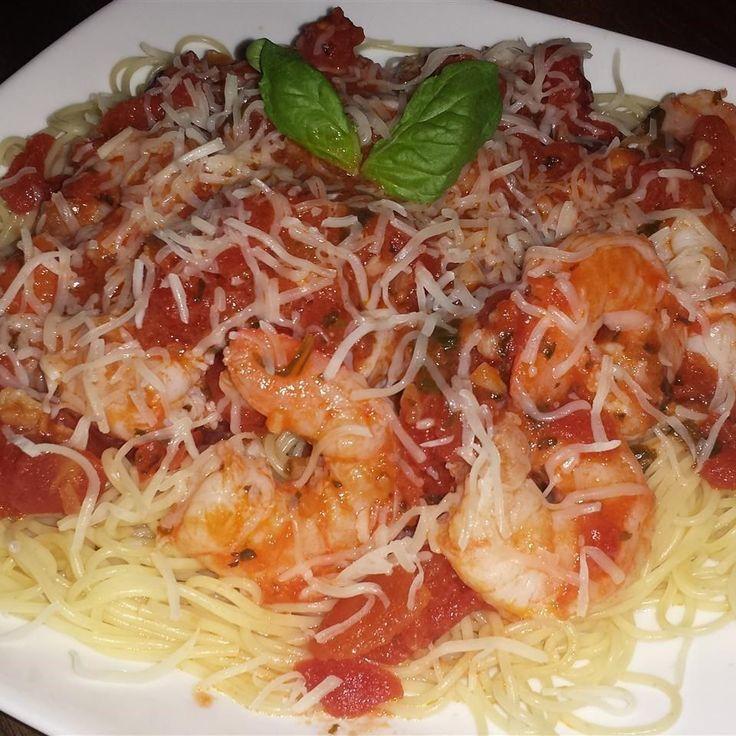 Foto de receta: Fideos con salsa de camarones y tomates a las hierbas
