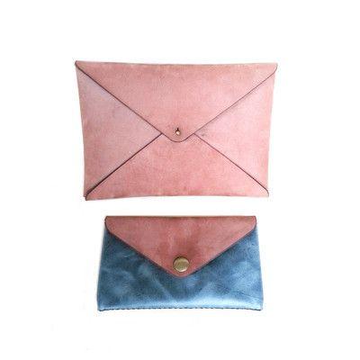 Cartera en forma de sobre (Color: Rose) y billetera grande (Color: Rose y Azul piedra)