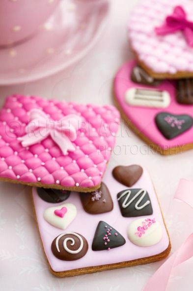32 best Valentine cupcakes, cookies and cake pops images on ...