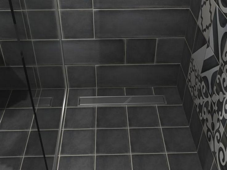 Σύστημα αποχέτευσης για την ντουζιέρα με συνολικό μήκος 70 cm. Το συγκεκριμένο σιφών είναι κατασκευασμένο από Πολυπροπυλένιο. Η κατασκευή του είναι ηχομονωτική καθώς το νερό κυλά αθόρυβα μέσα από τα εσωτερικά τοιχώματα. Στα θετικά του σιφών η ρυθμιζόμενη έξοδος με διάμετρο 50 mm.