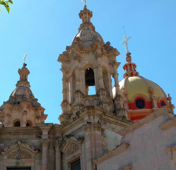 Templo del Sagrado Corazón en Jalostotitlan. #jalostotitlan #jalisco #mexico #jaliscoesmexico #jaliscodecorazon #architecture #archidaily #beginnersmx #icu_mexico #mexico_maravilloso #mexicaniando #wu_mexico #visitmexico #pasionxmexico #turismo_mexico32 (en Jalostotitlan, Jalisco)