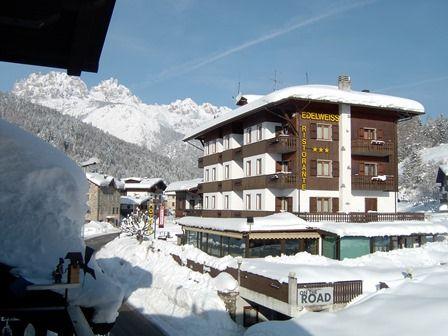 Hotel Edelweiss***  Familiäre Unterkunft und in der Natur des Naturparks der friulianischen Dolomiten, für einen AktivUrlaub in den Bergen mit Abenteuer und Entspannung.  Buchen Sie Ihren Aufenthalt unter: http://edelweiss-forni.it/