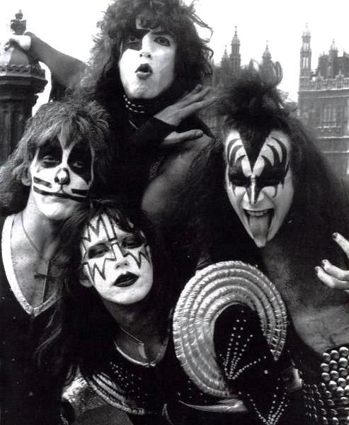 One of my favorite photo shoot sessions by Kiss. The Hottest Band in the World!!!