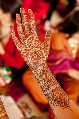 #henna #mehendi #wedding #indian #bride #bollywood @Red Paisleys