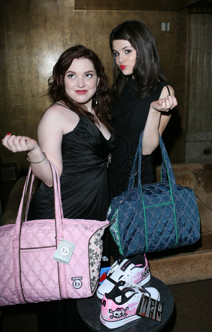 Jennifer and Selena posing with their handbags