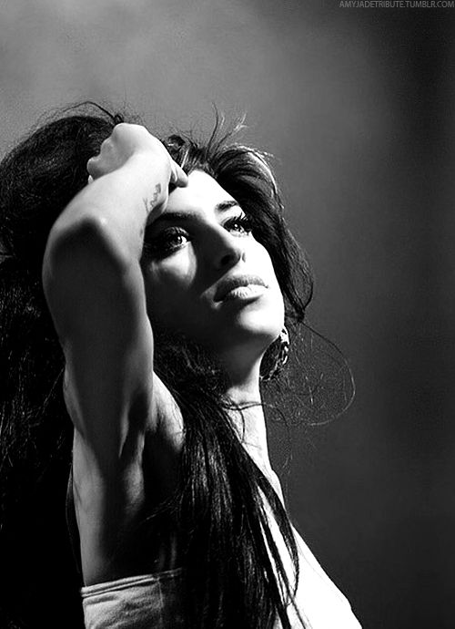 amy whinehouse words can't express the way this woman's voice moves me sad to have lost such a treasure .....