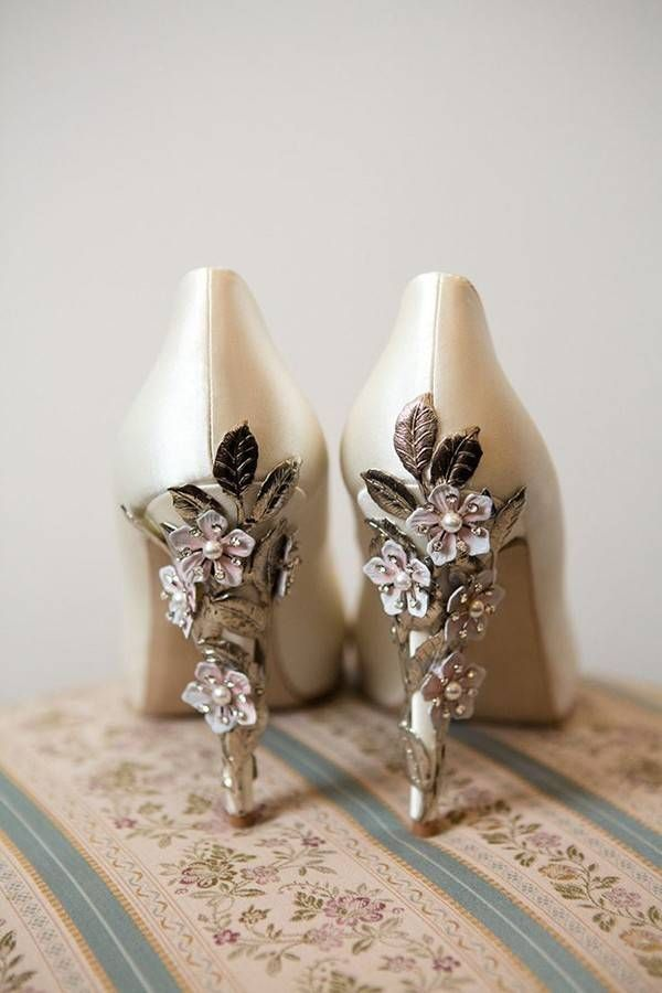 Classic ivory shoes with delicate flower and leaf details @myweddingdotcom