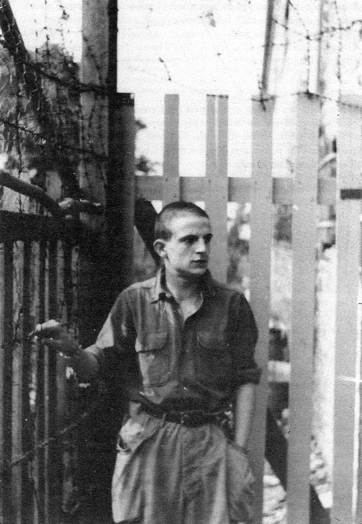 """""""François Truffaut in military prison, 1951 Je ne savais pas qu'il avait été objecteur de conscience """"Truffaut's military service: enlistment, insubordination, discharge."""" """""""