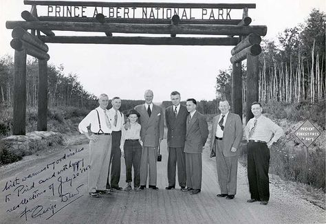 PRINCE ALBERT NATIONAL PARK | John Diefenbaker with George Drew and others at the entrance to the park, 1951. [278] | Saskatchewan Council for Archives and Archivists, University of Saskatchewan