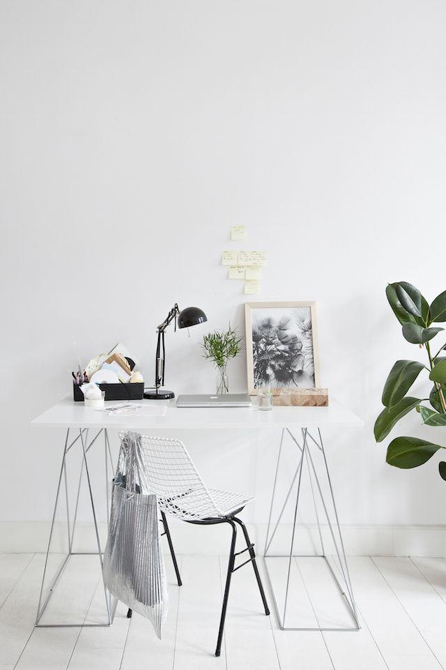 Nice white minimal home office - interior inspiration