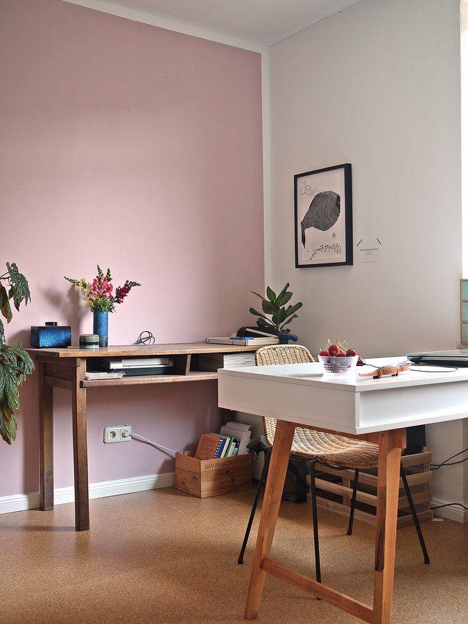 """...höhlt den Stein. Ich war früher bekennende Rosa-Ablehnerin. Dann schlichen sich rosa Oberteile in meinen Kleiderschrank und SLI und meine vorjährige """"Challenge"""", jeden Monat ein """"Pantone-RoseQuarz&Serenity"""" Bild zu zeigen, haben meine Abneigung schwinden lassen. Und als ich jetzt mein neues Arbeitszimmer bekam, war eins klar: eine Wand wird rosa! Ich finde es im Arbeitszimmer wundervoll, weil es wirklich so eine beruhigende Wirkung hat. (Die ich auch oft brauche, we..."""