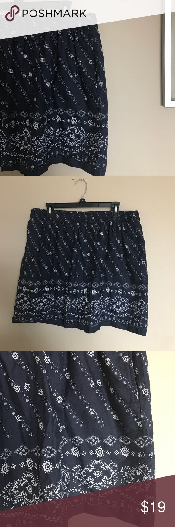 Tommy Hilfiger navy and white printed cotton skirt Tommy Hilfiger navy and white printed cotton skirt. Comfortable stretch waist cotton skirt with pockets. Floral and spiral tape design print. Perfect for spring and summer to pair with white tea and sandals for a comfortable casual look. I love reasonable offers bundle and save! Tommy Hilfiger Skirts Midi