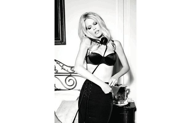 Claudia Schiffer Gets Sexy For Guess' 30th Anniversary CampaignPop Culture, Claudia Schiffer, Anniversaries Campaigns, Celebrities Pictures, 30Th Anniversaries