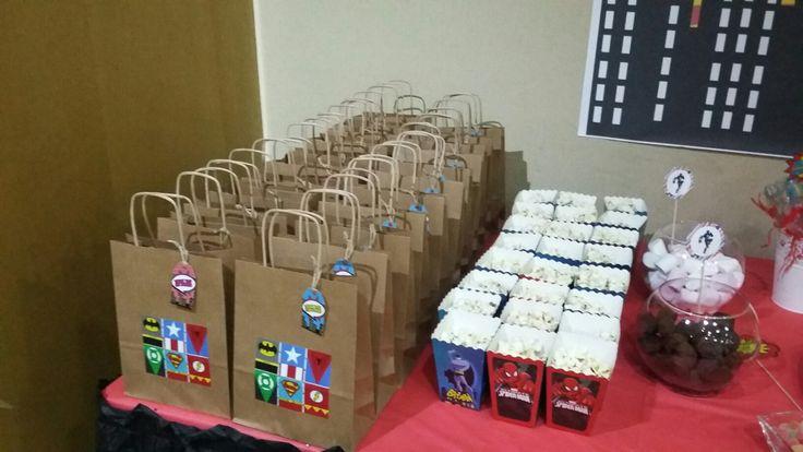 süper kahramanlar hediye çantaları ve mısır kutuları...  instagram @atolyebalarisi