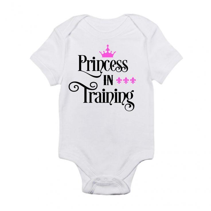 Schattige romper met de tekst: Princess in training. Verkrijgbaar in verschillende maten.